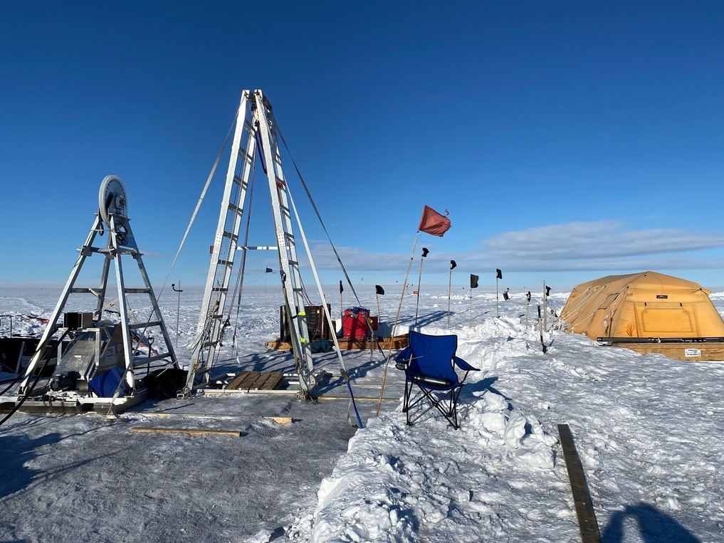 Hot waters drilled an access hole for deployment of turbulence device on Thwaites  Glacier