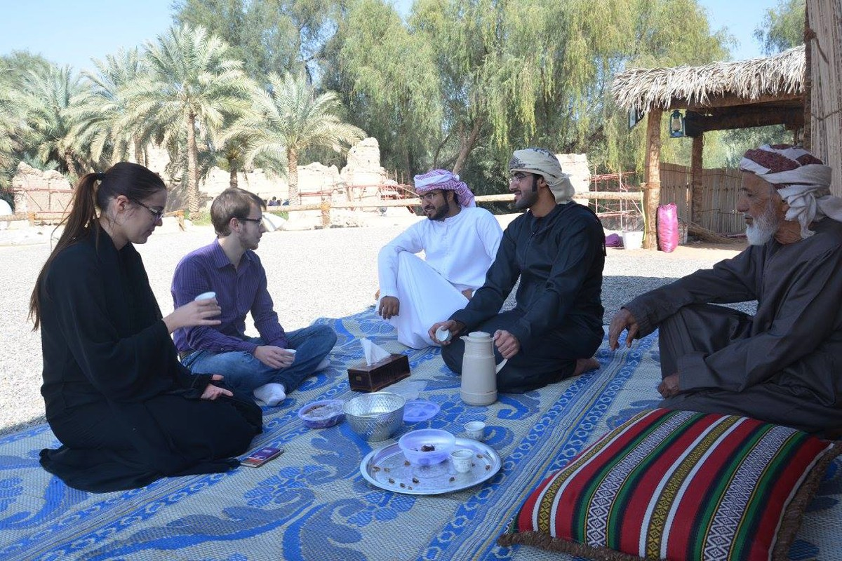 Students on a field visit to Al Ain as part of the Colloquial Arabic: Emirati Dialect course taught by Nasser Isleem. An Immersive 3-week experience including homestays with local families is part of this Community-Based Learning course.