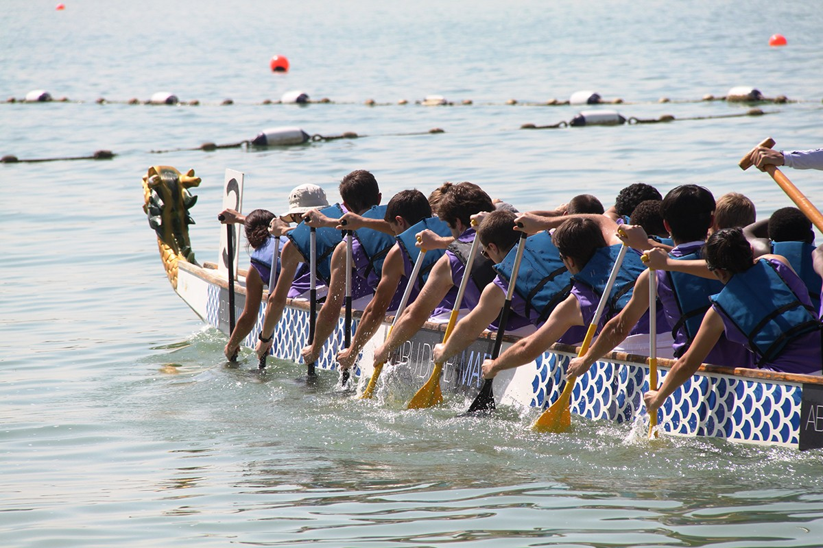 NYUAD dragon boat team