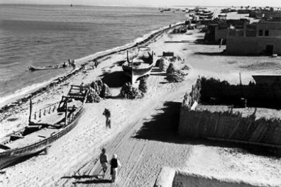 Abu Dhabi's waterfront Corniche in 1954. Photo obtained from the National Centre for Documentation and Research.