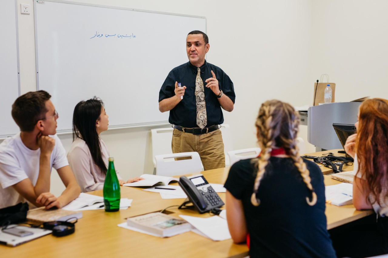 Lecturer Nasser Isleem instructs students in an Arabic language class at NYUAD.
