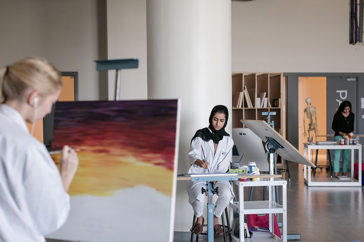 NYU Abu Dhabi students in an art class.