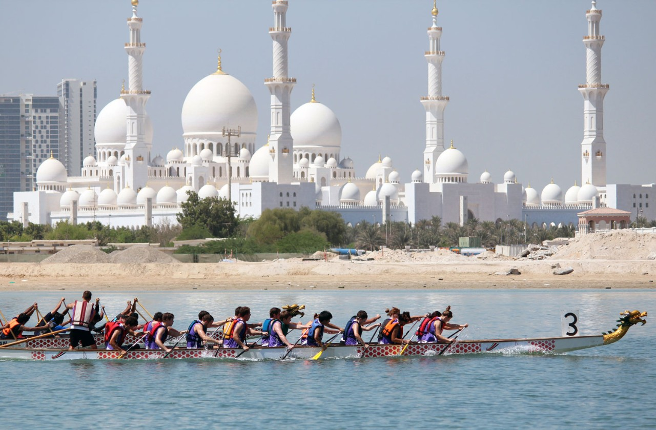The NYUAD Dragon Boat team participates in the first race of the season.