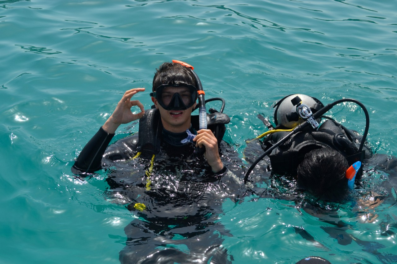 NYUAD Students Get Scuba Certified