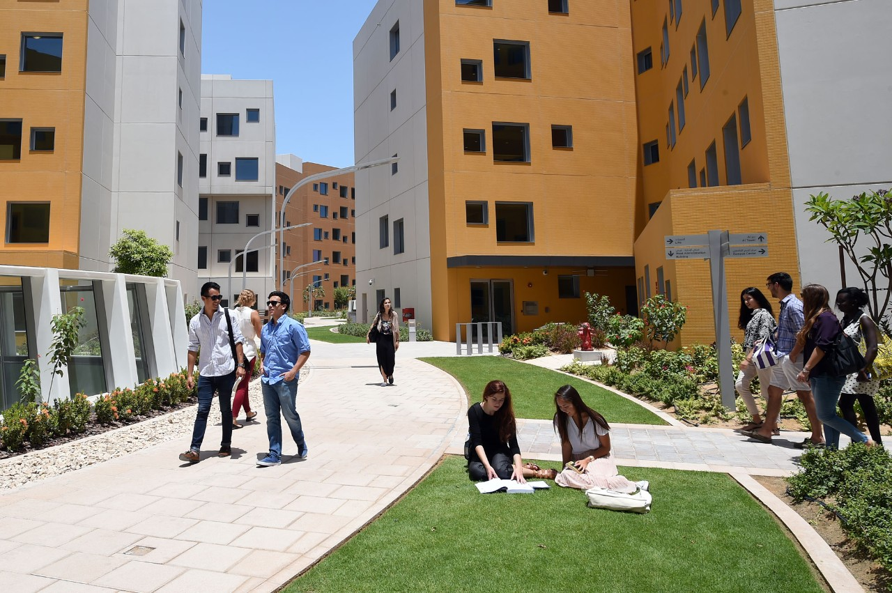 NYU Abu Dhabi students on the highline.