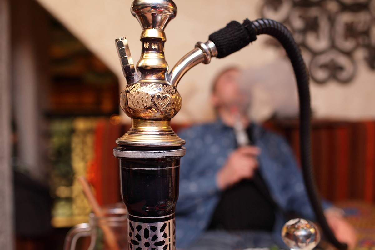 Smoking Shisha at Home Puts Non-Smokers at Risk, Researchers Warn