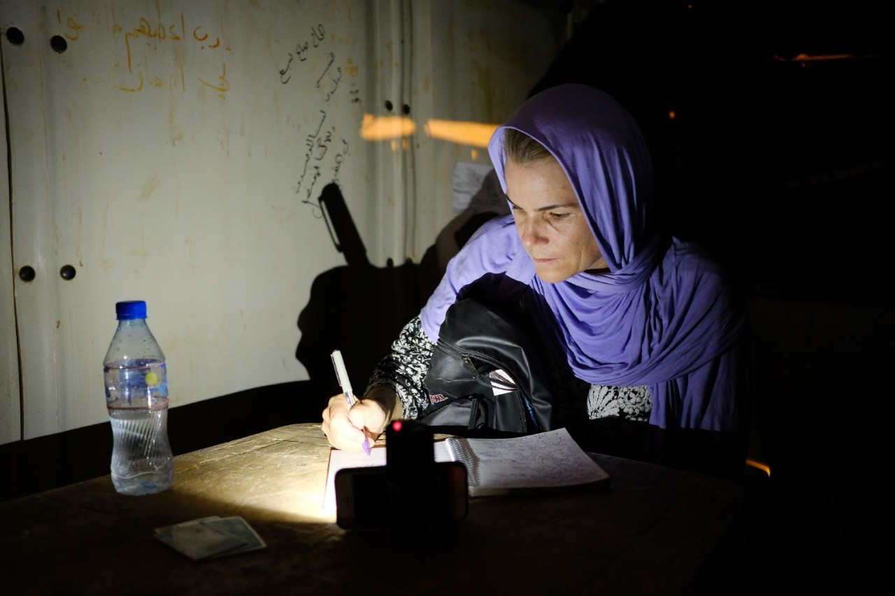Peutz takes notes during her field studies at the refugee camp. Nadia Benchallal/photographer