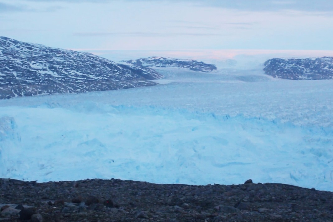 Scientists Capture Breaking of Glacier in Greenland