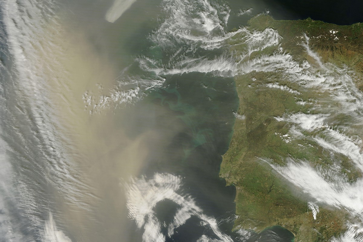 Dust moving toward Greenland